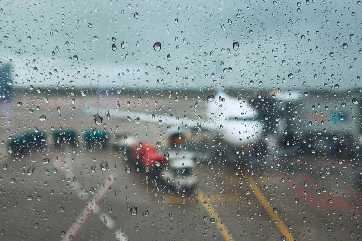 What happens to my airport transfer when there are storm delays?